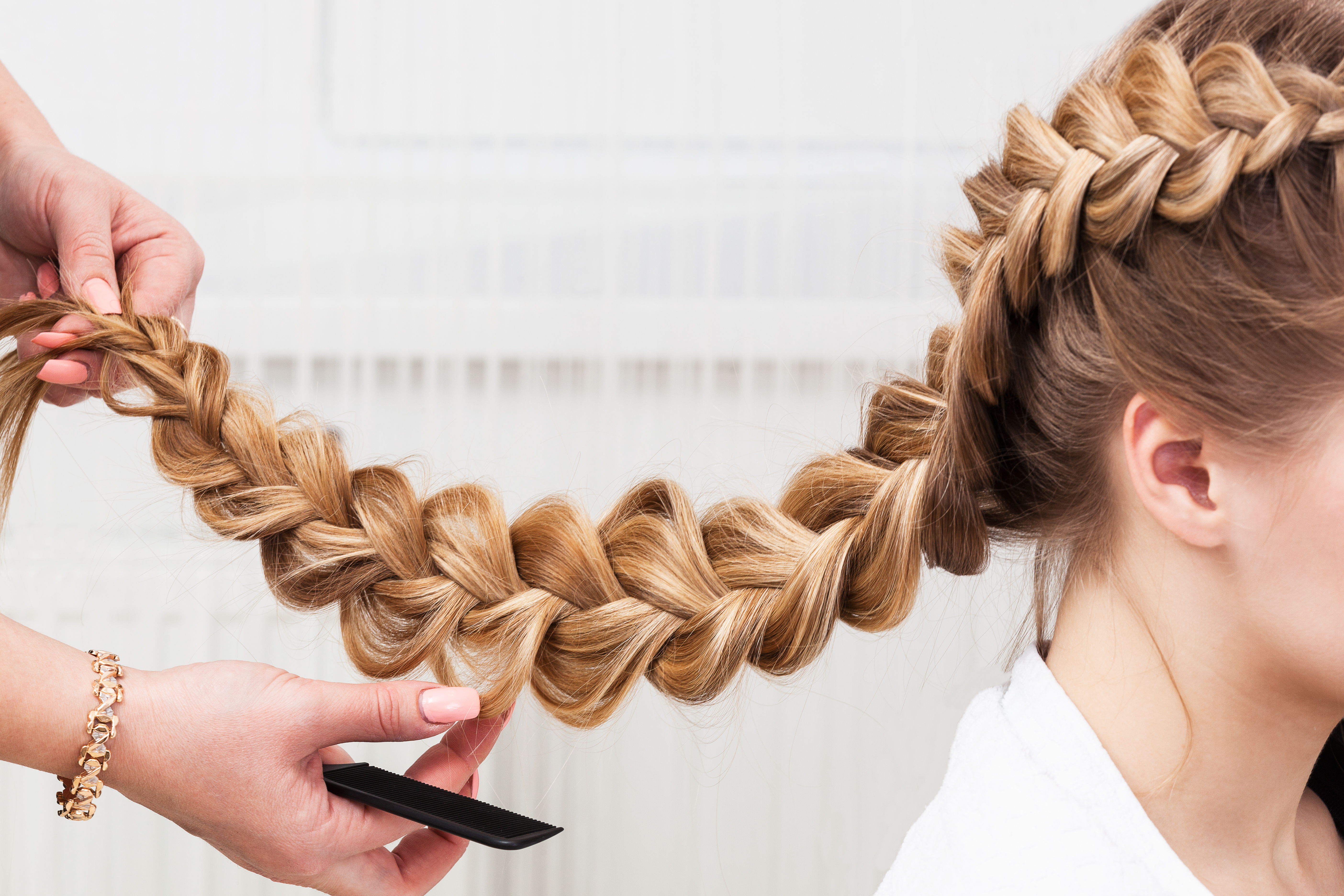 The Best Cosmetology Schools in Alaska + License Requirements
